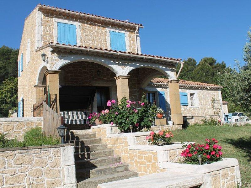 Villa provençale sur un hectare de terrain au coeur de la nature calme farniente, holiday rental in Rognes