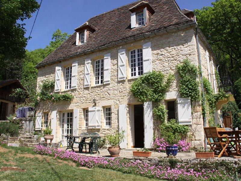 Jolie maison périgourdine, à la ROQUE GAGEAC, proche SARLAT, location de vacances à La Roque-Gageac