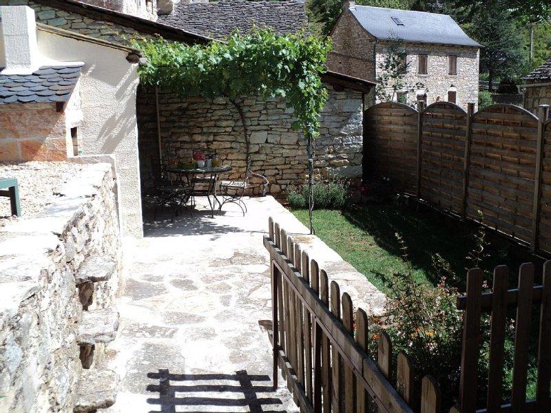 « La truffière » gîte au cœur des gorges du Tarn. Lozère, holiday rental in Veyreau