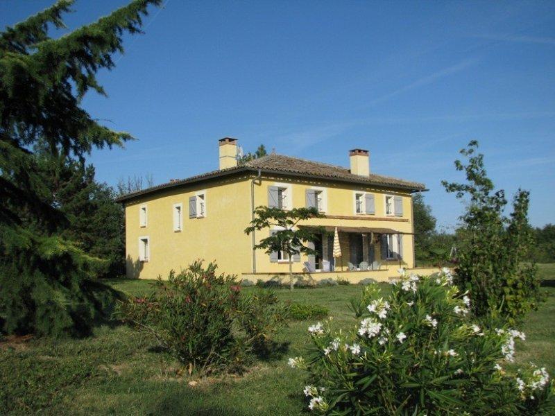 Au coeur des vignes bio à 25 mn de Toulouse & Blagnac aéroport, casa vacanza a Paulhac