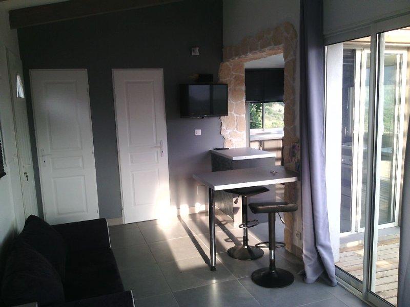 charmant F1,climatisé,independant,situé a 8 km d ajaccio, location de vacances à Alata