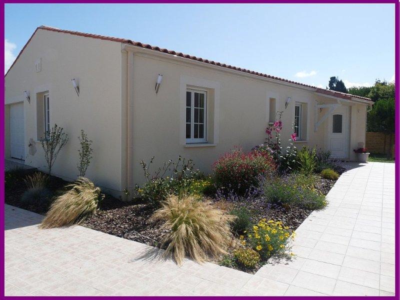 Maison Tout équipée dans Royan  - Jardin clos  et calme - Garage - Vélos - Wifi, holiday rental in Royan