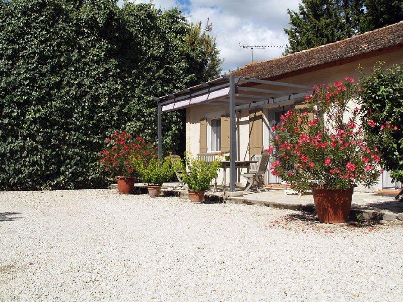Appartement dans partie du mas au calme jardin clos classé 2 étoiles, Ferienwohnung in St-Rémy-de-Provence