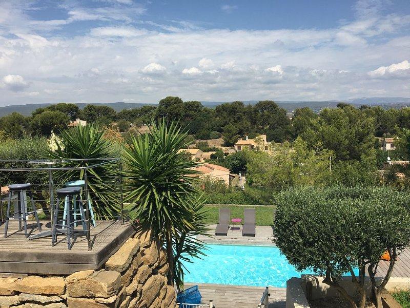 Villa avec piscine et vue imprenable sur les vignobles, plage à 10minutes à pied, Ferienwohnung in Var