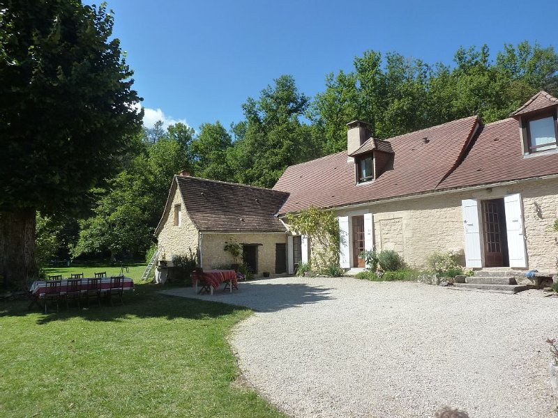 BEAUTIFUL PERIGOURDIN 8 or 12 people ENSURES QUIET POOL, vacation rental in Corgnac-sur-l'Isle