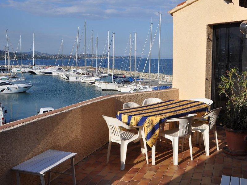 Situé au cœur du Golfe de Saint-Tropez, aux Marines de Cogolin. Avec vue sur mer, vacation rental in Cogolin