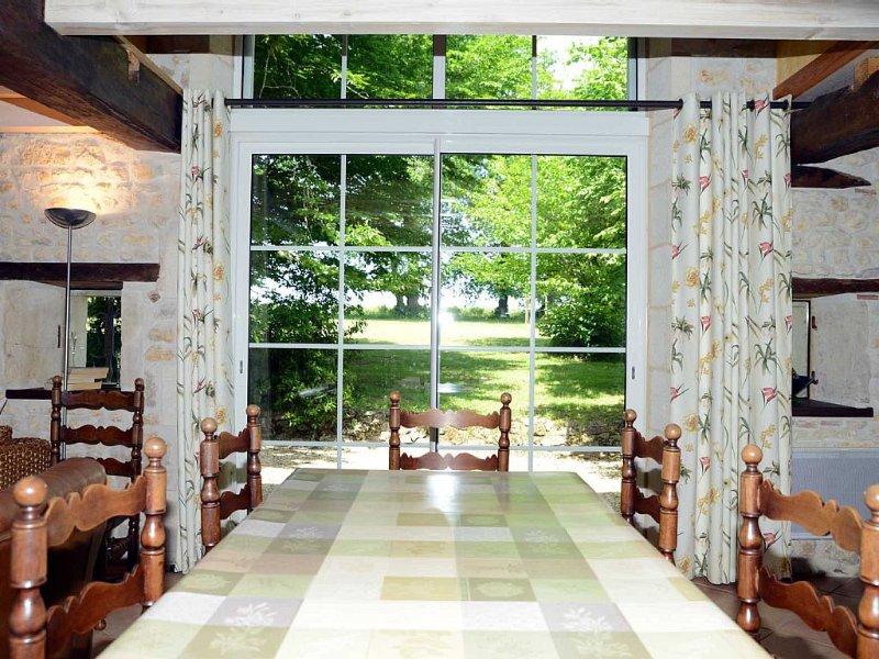Gite 4 étoiles entre vignes et bois,  proche de la Gironde, holiday rental in Reignac