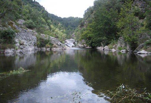 havre de paix au bord de la rivière, vacation rental in Coux
