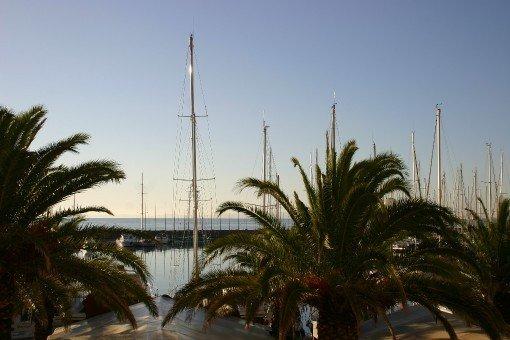magnifique T2 stylé rénové 35 m2 vue mer porquerolles clim, wifi, parking privé, location de vacances à Hyères