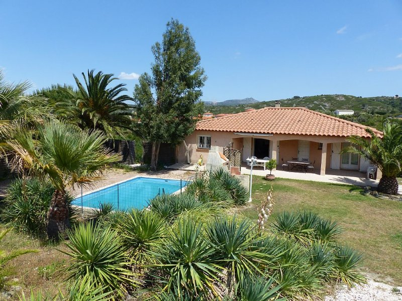 Maison calme avec grand jardin et piscine près de Perpignan., holiday rental in Millas