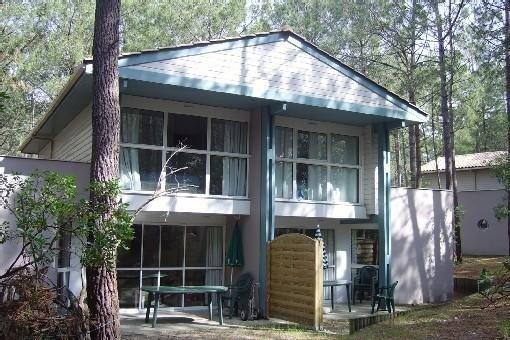 Villa 7 p., piscine partagée, proche océan,lac,golf, holiday rental in Lacanau