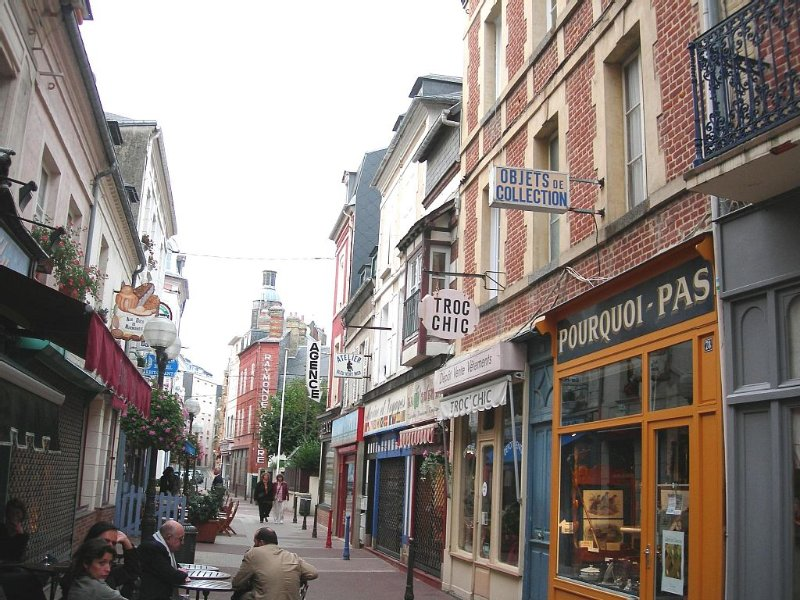 Normandie Appartement de charme  Trouville plein centre à 100m plage pour 1 à 3P, location de vacances à Deauville