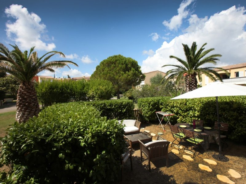 APPARTEMENT 2 PIECES DANS RESIDENCE STANDING AVEC PISCINE, holiday rental in Cassis