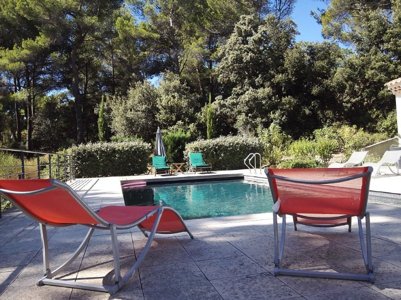 Appartement piscine chauffée 70 m² 2 chambres, Aix en  Provence ,climatisation., holiday rental in Aix-en-Provence
