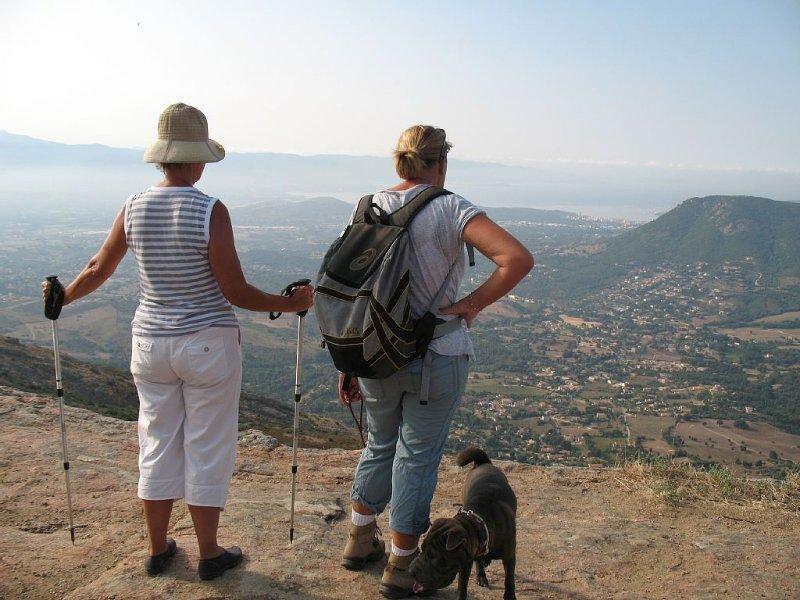 F3 EN REZ DE JARDIN, A 10 mn D' AJACCIO , DES PLAGES ET DES SITES TOURISTIQUES., vacation rental in Appietto