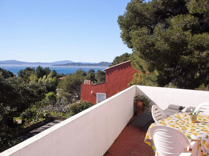 Apartment in private villa beachfront Issambres, exceptional sea view, holiday rental in Roquebrune-sur-Argens