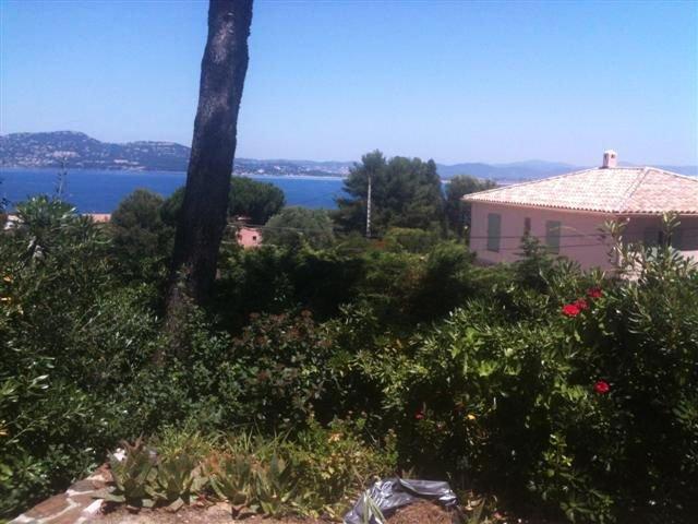 Maison avec jardin et terrasse, 4 couchages, vue sur le golfe de Hyères, location de vacances à Hyères