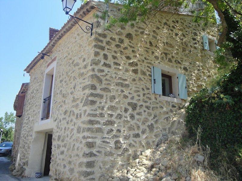 Ancienne maison rénovée au coeur des Corbières et du pays Cathare, Ferienwohnung in Villeneuve-les-Corbieres