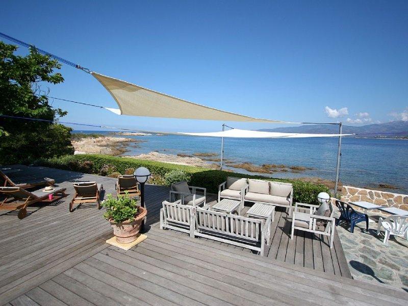 Villa 'les pieds dans l'eau', location de vacances à Calcatoggio