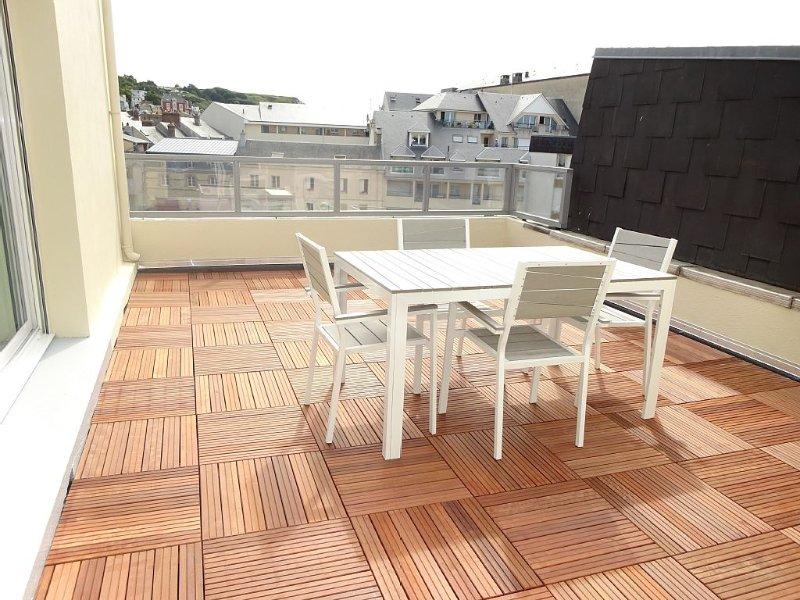 Appartement de 80m² avec terrasse plein sud, vue mer et port, location de vacances à Fecamp