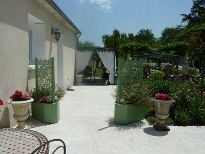 La campagne à la ville à La Guédine classée 3 étoiles, vacation rental in Eymet