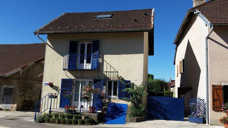 Gite agréable au centre du village de Valempoulières dans le Jura. WIFI, holiday rental in Salins-les-Bains