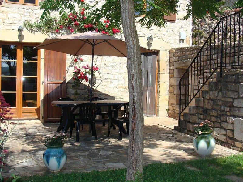 Maison de vacances en pierres au coeur du village de Bertholène, Ferienwohnung in Espalion