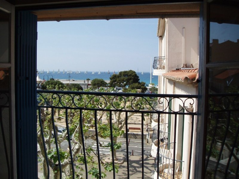 Appart. 6-10 pers 80m² centre ville hist. vue mer 2 min plage port commerces – semesterbostad i Cassis