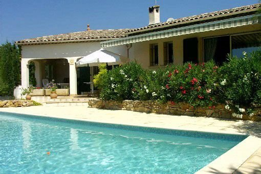 Architect house with pool, near the sea, 6 adults and 2 children, location de vacances à Draguignan