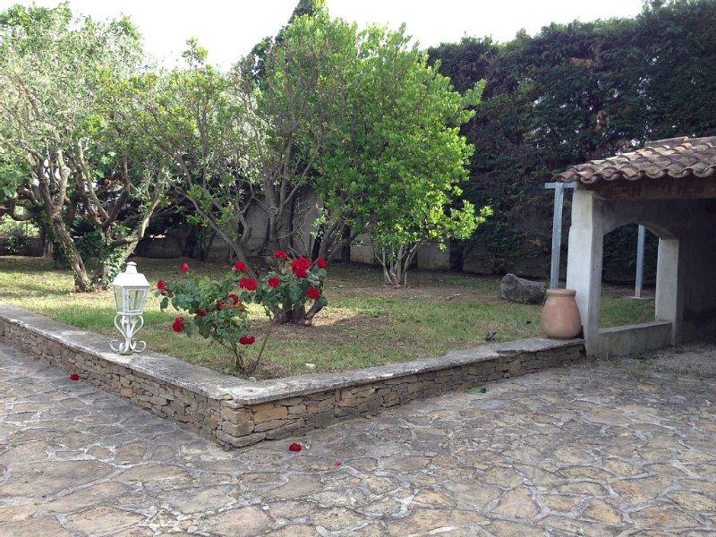 maison en pierres style mas provencal avec piscine pour 6 personnes, location de vacances à Évenos