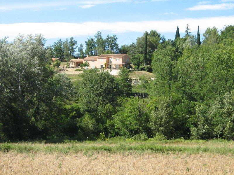 Propriété d'exception-12 personnes-piscine- rivière - calme - vue imprenable, holiday rental in Salernes