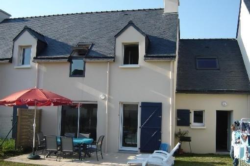 Maison neuve idealement située proche des plages dans village cal, vacation rental in Morbihan