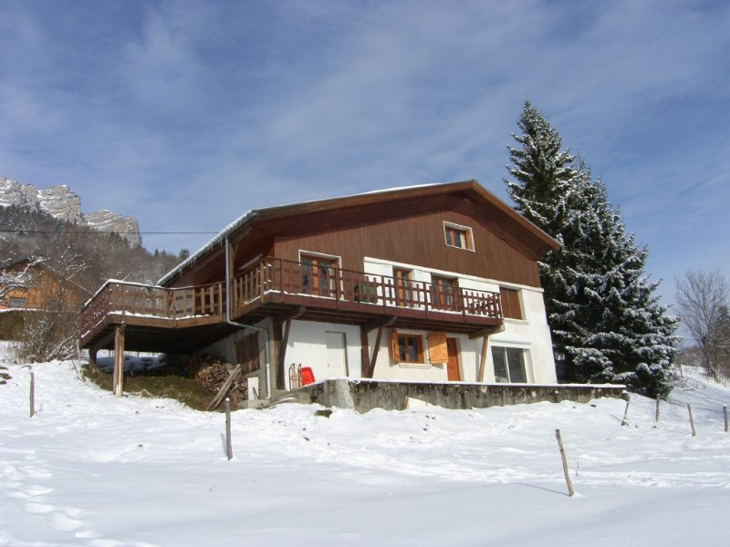 CHALET FAMILY COMFORTABLE, NATURAL PARK OF CHARTREUSE, CALM AND NATURE, holiday rental in Barraux