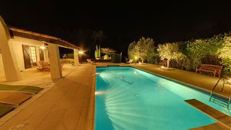 Villa au calme Piscine terrain clos 4800m² région St Tropez Massif des Maures, location de vacances à Vidauban