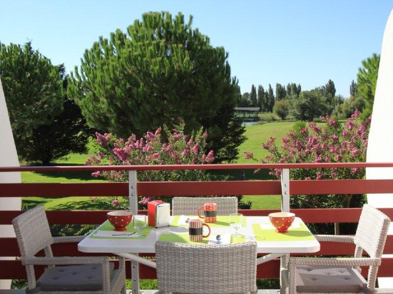 Appartement standing 45m2 Golf + piscine privée +  5 minutes  plage vélo voiture, location de vacances à La Grande Motte