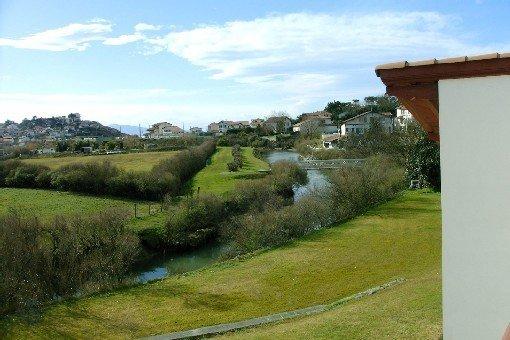 Au Pays Basque à Bidart 500m de la plage villa pour 10 à 12 personnes, location de vacances à Bidart