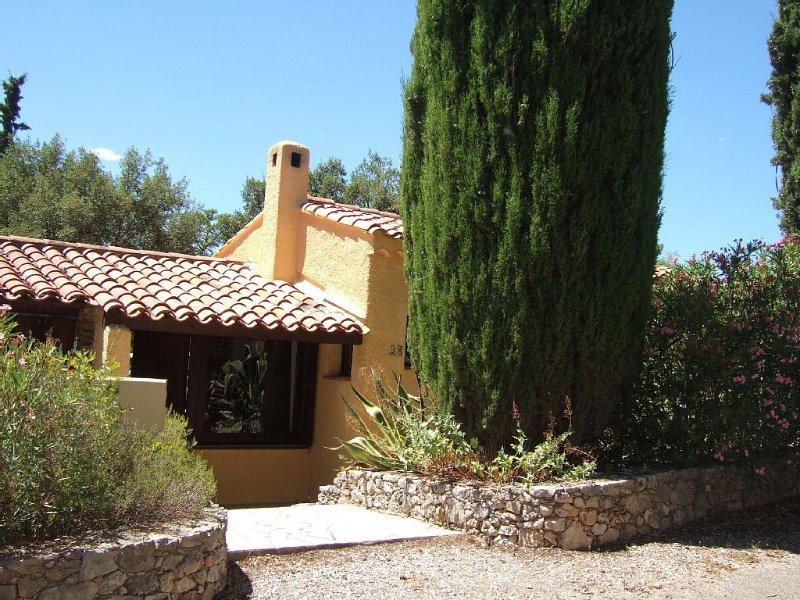 Maison Fréjus Capitou Wifi,jardin 700 m2 dans domaine privé avec piscine,tennis., location de vacances à Fréjus
