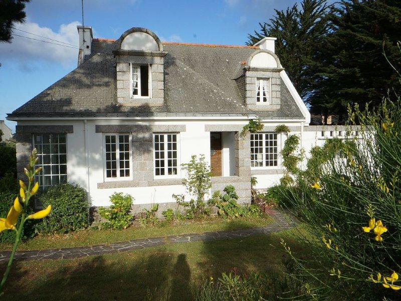 Magnifique villa entièrement rénovée à 80 m de la plage, sur la baie de Quiberon, holiday rental in Saint-Pierre-Quiberon