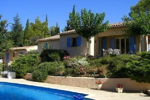 Mas provençal /1 grande maison+une petite maison avec piscine sécurisée+jardin, holiday rental in Gareoult