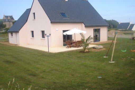 Villa moderne, grand confort, vue mer, 200M de la plage et du GR34 face à Bréhat, casa vacanza a Pleubian