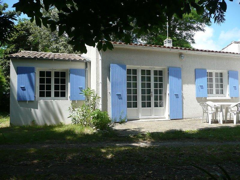 Maison à 30m de la plage de sable de La Brée Les Bains, holiday rental in Ile d'Oleron