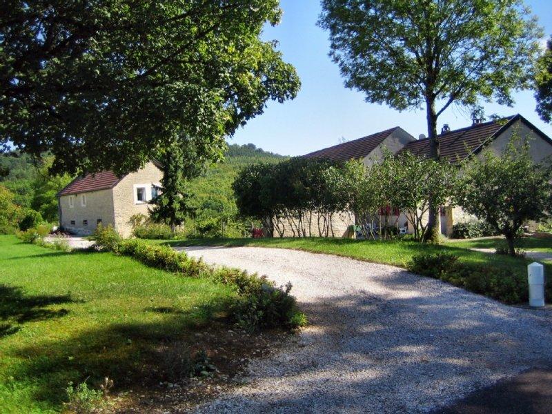 Ancienne ferme rénovée, Dijon ou côte viticole à 20 Km, tarif tout compris., location de vacances à La Bussière-sur-Ouche