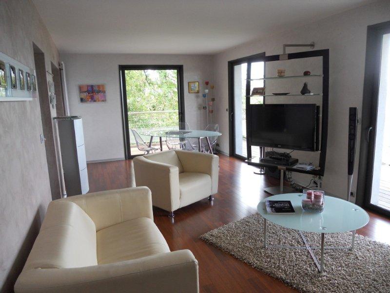 Appartement avec superbe vue sur le Lac Léman dans un cadre bucolique, vacation rental in Thonon-les-Bains