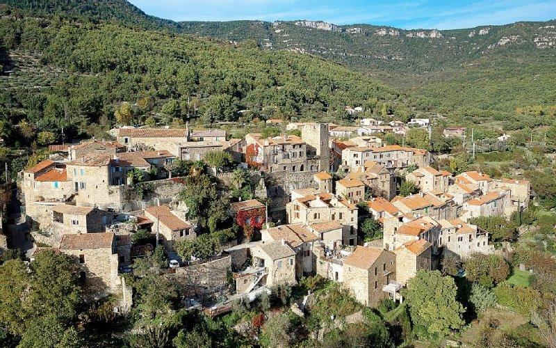 Gîte spacieux, entre piémont et village authentique;idéal randonnées;bien être, vacation rental in Le Bosc