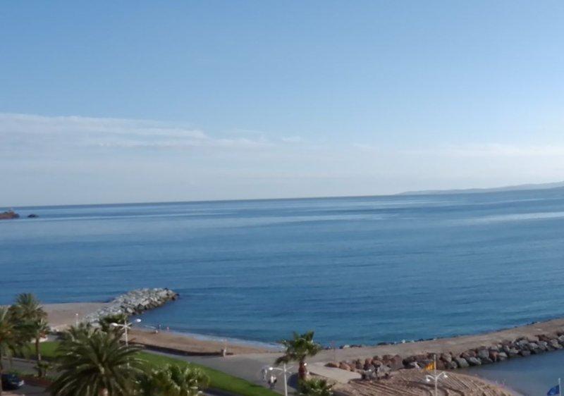 Appartement grand confort face à la plage, centre ville, proche tous commerces, holiday rental in Saint-Raphael
