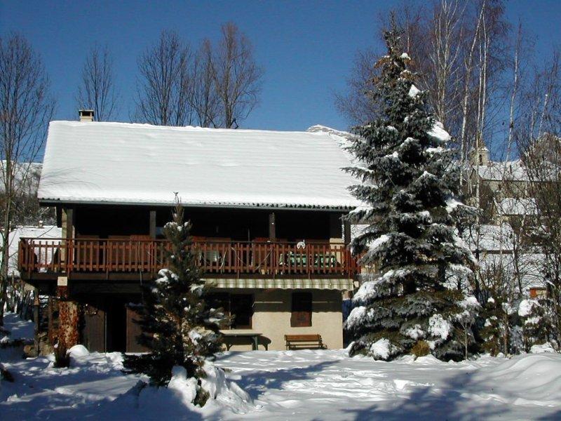 Chalet Traditionnel Chaleureux,Neige/ Soleil Hautes Alpes,Tout Confort, casa vacanza a Ancelle