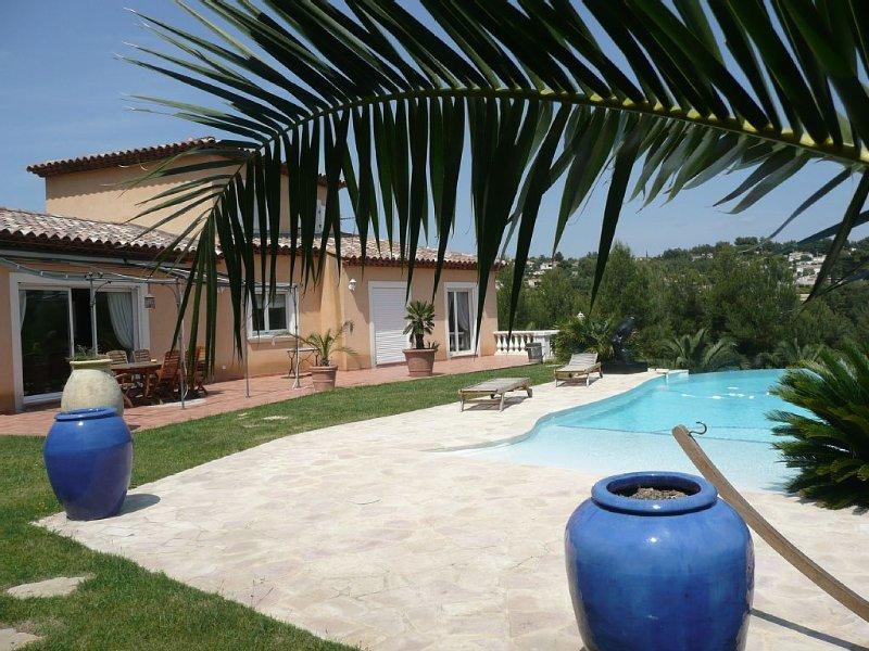 Gite  la Cadière dans maison standing Piscine Privée Chauffée proche mer, vacation rental in Cuges-les-Pins