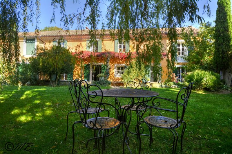 Le Mas des Terres Blanches une ambiance de Provence aux charmes enchanteur...., vacation rental in Carpentras