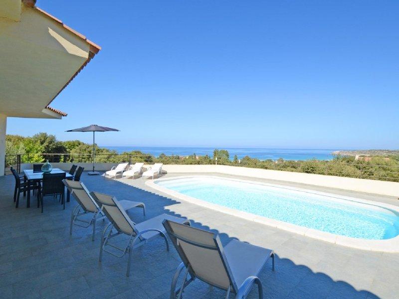 Villa contemporaine, avec clim-160 m2,piscine,à 2 mn des plages & des commerce, vacation rental in Haute-Corse