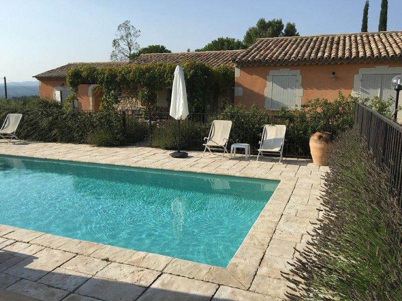 Gîte de campagne avec piscine, pour 8 personnes, entièrement équipé, vacation rental in St Just d'Ardeche